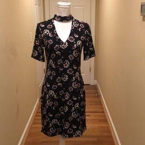 Reversible White House Black Choker Collar Dress
